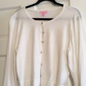 Cardigan Lilly sweater.